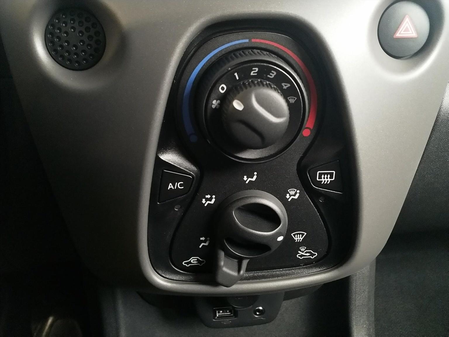 Peugeot-108-8